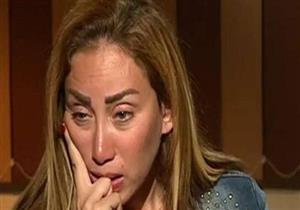 بعد السماح لأسرة ريهام سعيد بالدخول ومنعهم.. أهالي المتهمين يهتفون: حرام (فيديو)