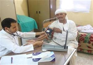 الداخلية توقع الكشف الطبي على 451 من المواطنين ورجال الشرطة مجانًا بالأقصر
