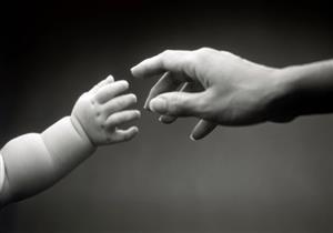 مكانة الام في الإسلام وفضلها علينا