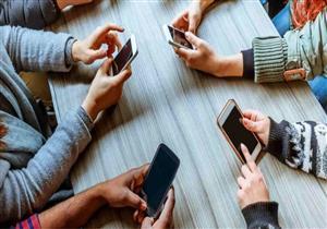 القلق والاكتئاب قد يزيدان فرص إدمان استخدام الهواتف الذكية