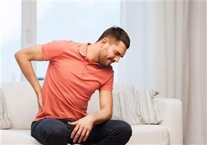 الجلوس لفترات طويلة يضر العمود الفقري.. هكذا تتجنب مشاكله