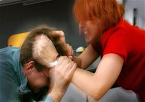 ضربت زوجها لنسيانه ذكرى مناسبة... وهذا رد فعل الزوج