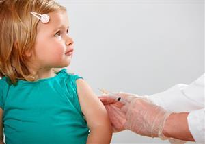 حسب عمره.. هكذا تهيئين طفلك للحصول على التطعيم