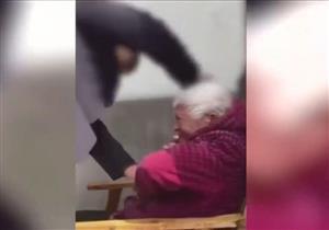 بالفيديو.. ابن عاق يضرب أمه التسعينية بشكل جنوني