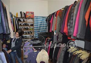 بالكيلو والقطعة.. بيع الملابس المستعملة لم يعد يقتصر على الوكالة