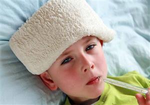 اذهبي للطبيب فورا.. ارتفاع درجة حرارة طفلك يشير لتلك الأمراض