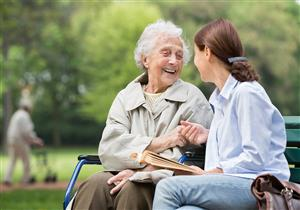5 استراتيجيات فعالة للتعامل مع مريض ألزهايمر
