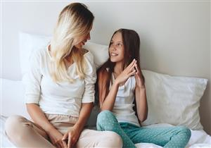 5 نصائح للتعامل مع الدورة الشهرية الأولى لابنتك