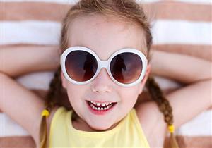 هل نظارة الشمس آمنة لطفلك؟