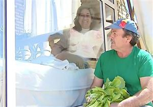 سيدة إسبانية تعيش في قفص زجاجي منذ 13 عامًا