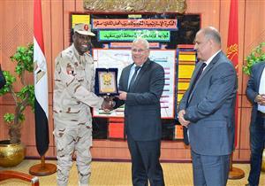 بالصور- محافظ بورسعيد يستعرض خطة مواجهة الكوارث مع قائد قوات الدفاع الشعبي