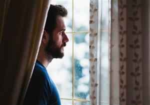 غائب ينتظره المؤمن بالخير ويراه الغافل بعيدًا فما هو؟