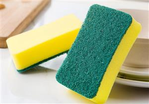 4 طرق لتنظيف إسفنجة الصحون المليئة بالبكتيريا