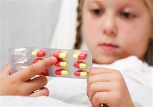 أضرار متعددة لتناول الطفل مضادات حيوية دون داعي.. بينها الوفاة