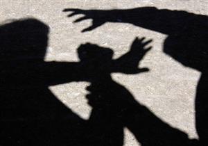 """"""" لمس أجزاء حساسة من جسدها"""".. موظف يتهم تاجرًا بالتحرش بابنته أمامه في المنيا"""