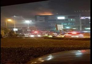 """٣ سيارات إطفاء تخمد حريقا بمحل """"كباب"""" شهير في التجمع الخامس"""