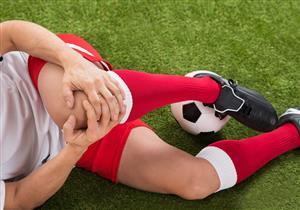 هل تسبب ملاعب النجيل الصناعي خشونة الركبة؟