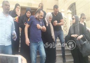بالصور..بدء صلاة الجنازة على والد شيرين عبد الوهاب