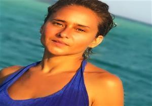 """نيللي كريم تكشف سبب حذفها صورة """"المايوه"""" - فيديو"""