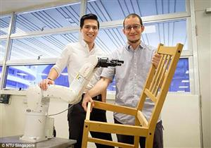 """فيديو- """"روبوت"""" يصنع كرسيا خشبيا في 15 دقيقة"""