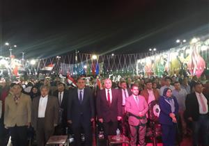 بالصور.. محافظ القليوبية يشارك المواطنين احتفالاتهم بفوز الرئيس