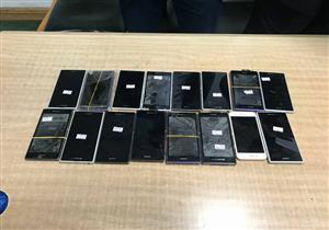 بالصور- إحباط تهريب هواتف محمولة وشيش إلكترونية وأدوية بمطار برج العرب