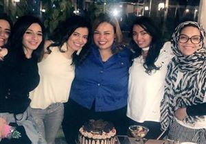 """بالصورة- """"ويزو"""" تحتفل بعيد ميلادها وسط صديقاتها"""