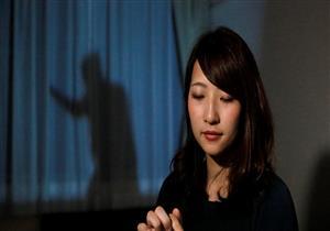 """بالصور- نساء اليابان يلجأن لـ """"ظل الرجل"""" ...والسبب"""