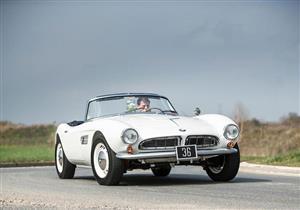 """سيارة جد الأمير ويليام الـ""""BMW"""" الكلاسيكية للبيع بسعر جنوني.. صور"""