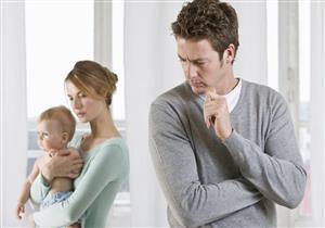 هل يُصاب الرجال باكتئاب ما بعد الولادة؟