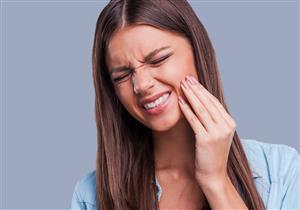 أضرار متعددة للمضغ على جانب واحد من الفك.. بينها الصداع
