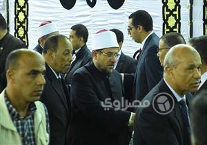 """وزيرا الأوقاف و""""النواب"""" في مقدمة المشاركين بعزاء زوجة """"الشريف"""""""