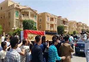 """أهالي مريم أثناء تشييع الجنازة: """"حقها لازم يرجع"""""""