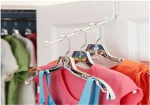 """متى يجب أن نتوقف عن استخدام """"شمّاعة"""" الملابس؟"""