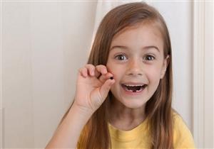 أسباب متعددة للاسوداد الكامل للأسنان.. الوقاية بسيطة