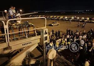 """بالصور.. رفات ضحايا """"مذبحة ليبيا"""" تغادر مطار القاهرة إلى المنيا"""