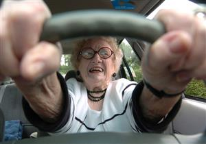 """علامات إذا ظهرت على """"المسنين"""".. عندها يجب منعهم من القيادة"""