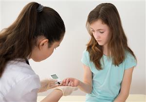 للطفل المصاب بالسكري.. أعراض تُنذر بضرورة كسر الصيام