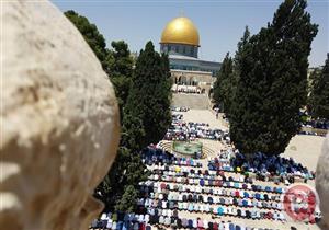 صور- عشرات الآلاف يؤدون صلاة الجمعة في المسجد الأقصى