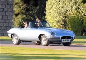 تعرف على السيارة الكلاسيكية التي استقلها الأمير هاري في حفل زفافه.. صور