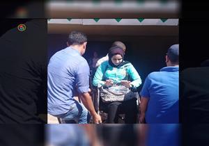 """مصراوي على """"كرسي متحرك"""" داخل المترو.. """"البركة في الأمن"""""""