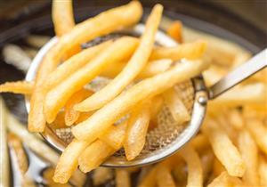 هذه مخاطر «الأطعمة المقلية» على صحتك.. (فيديو)