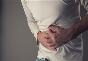 تبدأ بآلام في البطن.. هذه أعراض انسداد الأمعاء