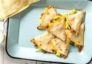 ساندوتشات البيض بخبز التورتيلا.. سحور مشبع وغني بالكالسيوم