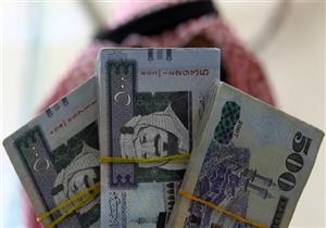 هدوء في الطلب على الريال السعودي مع انخفاض عدد المعتمرين