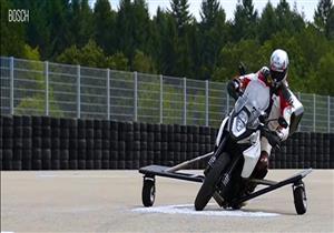 """""""بوش"""" تبتكر تقنية فريدة تحمي سائقي الدراجات من الانقلاب – فيديو"""