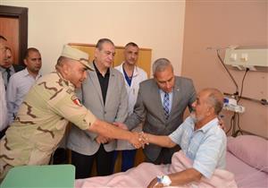 """محافظ السويس يزور """"عبدالمنعم قناوي"""" أحد فدائيي حرب أكتوبر بالمستشفى العسكري (صور)"""