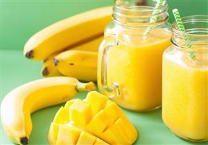 صحي ولذيذ ويقاوم الاكتئاب.. عصير الموز بالمانجو