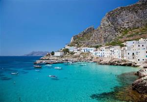 """بالصور- جزر """"إيولان"""" الإيطالية .. وجهة الرياضيين من عشاق الغوص والسباحة"""