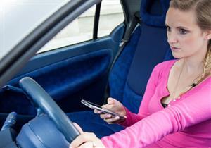 خبراء: الانشغال بالهاتف لثانية واحدة أثناء القيادة يرفع احتمالية التعرض لحادث